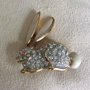 Jewelry - Adorable Floppy Eared Bunny Pin